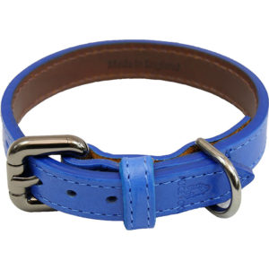 The Alice Foxx Alice Jnr dog collar in azure vegtan Italian leather - logo detail
