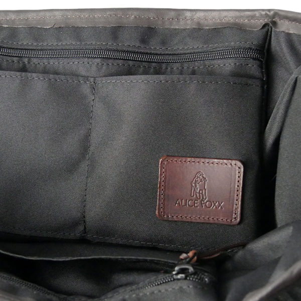 Alice Foxx Chelsea Bag in black - interior pockets